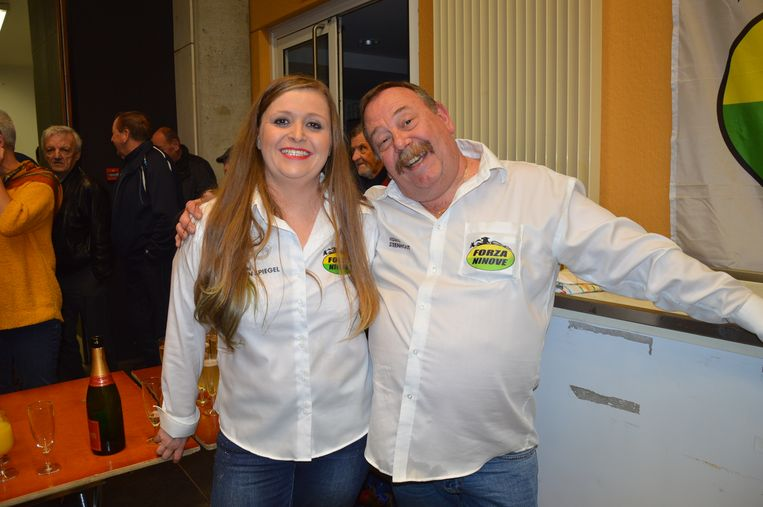 Forza-leden Karolien Van Den Spiegel en Hedwig Steenhout zorgden voor drankjes.