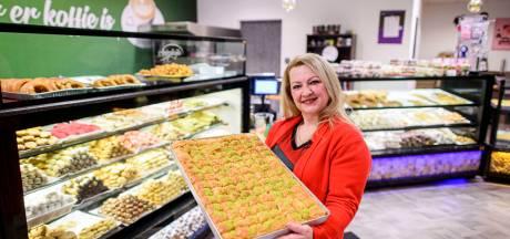 Baklava van Café Vanilya in Almelo populair bij Suikerfeest: 'We hebben meer overeenkomsten dan verschillen'