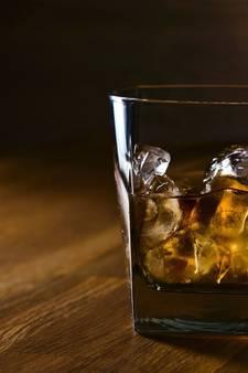 Whiskey drinken en luisteren naar blues in Den Ham