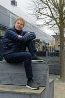 Architect Winy Maas bij 'zijn' Glazen Boerderij in zijn geboortedorp Schijndel.