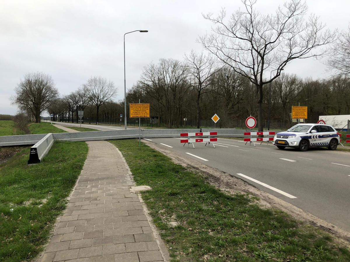 Afsluiting Burgemeester Ballngsweg in Gilze en Rijen in verband met de demontage van de vliegtuigbom.