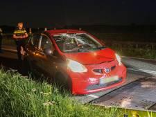 Vrouw ramt met haar auto passerende fiets op donker kruispunt op Urk: twee meisjes naar ziekenhuis