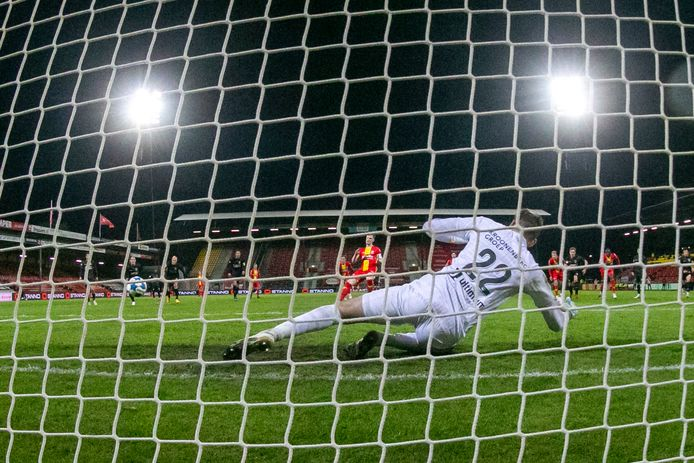 Sam Beukema scoort de 2-0 tegen  Almere City FC