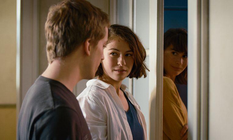 De film voornamelijk om de voormalig huisgenoot van Lisa: Mara (Henriette Confurius, rechts). Beeld Still uit das Mädchen und die Spinne