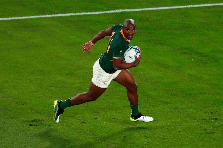 Makazole Mapimpi scoort zijn beslissende try in de WK-finale tegen Engeland. Beeld AFP