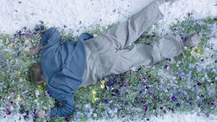 Een still uit Knielen op een Bed Violen. Beeld September Film