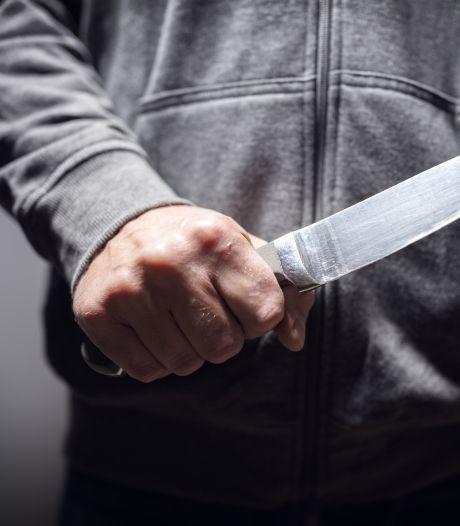 Arnhemmer (25) die buurman belaagde met mes in woonkamer moet naar psychiater