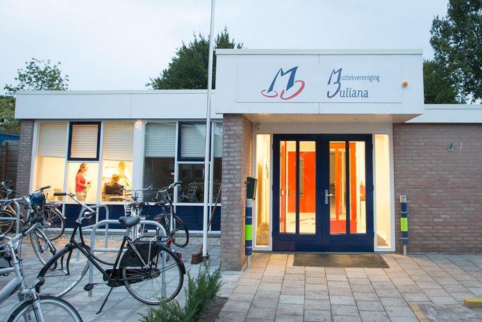 De plannen voor het verduurzamen van 't Muziekgebouw van Juliana worden noodgedwongen op de lange baan geschoven.