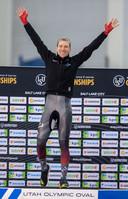 Ted-Jan Bloemen kan zijn geluk niet op na zijn wereldtitel op de 5.000 meter.