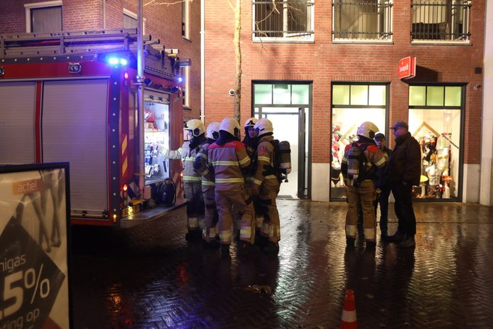 De brandweer werd dinsdagmiddag rond 17.15 uur gealarmeerd voor een woningbrand aan de Heuvel in het centrum van Sint-Oedenrode.