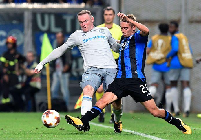 Castagne in duel met Rooney.