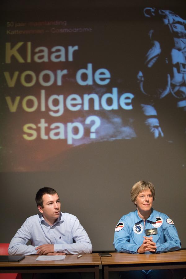 Genkse schepen van toerisme Toon Vandeurzen zet het zomerprogramma van de Cosmodrome in de kijker.