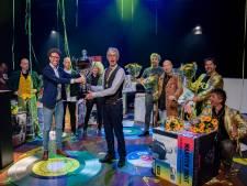 Robbie de Huismuzikant wint Haags Songfestival met vrolijke ode aan zijn stad