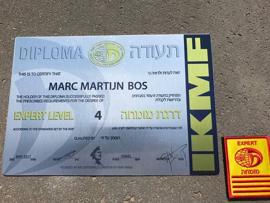 Het felbegeerde Krav Maga-diploma van Martijn Bos.