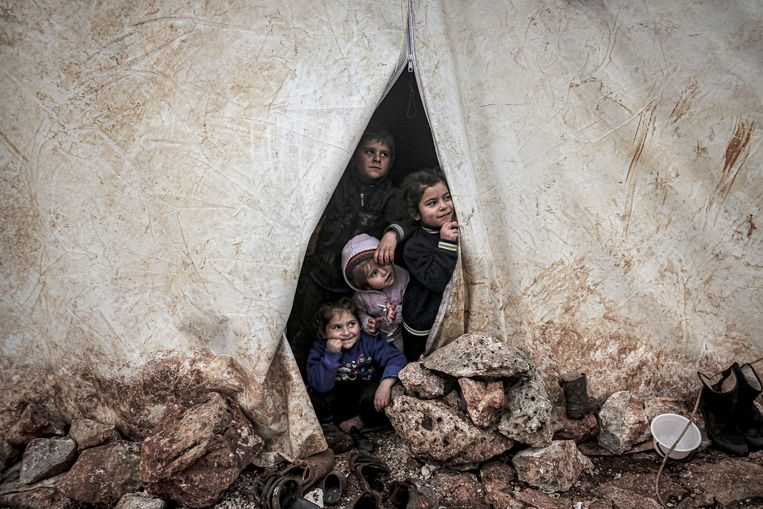 Syrische vluchtelingenkinderen in een kamp nabij de Turkse grens. Beeld Anadolu Agency via Getty Images