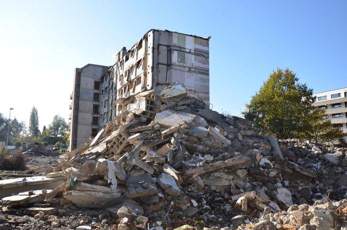 Arfchiefbeeld afbraak Dallasblokken: op de site wordt er gebroed op een nieuw sociaal huisvestingsproject.