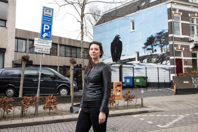 Babette de Bruijn maakte een korte documentaire over de onduidelijke regels op de kiss-and-ridestrook bij station Nijmegen. Die worden nu aangepast.