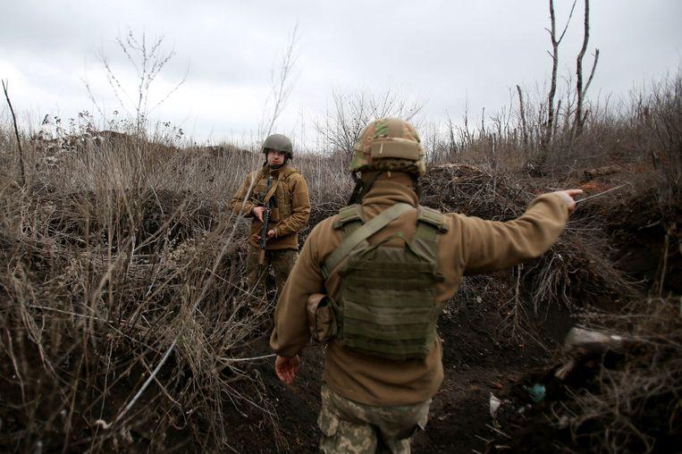 Een Oekraïense patrouille surveilleert bij de frontlinie in de Donetsk-regio.  Beeld AFP