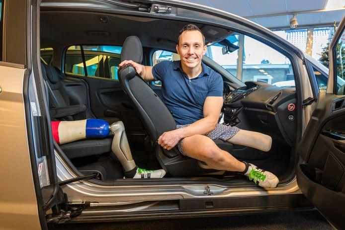 Tim de Vries heeft meegedaan met HandiCab; een verborgen camera-programma waarbij chauffeurs met een handicap gratis mensen vervoeren.