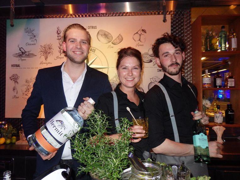 Het ginteam: Mark van Rooijen, Aurelia Spaaij en Brian Duivis. Doe eens gek en neem een gin-tonic die smaakt naar koriander. Of roos. Of toch maar gewoon lime Beeld Schuim