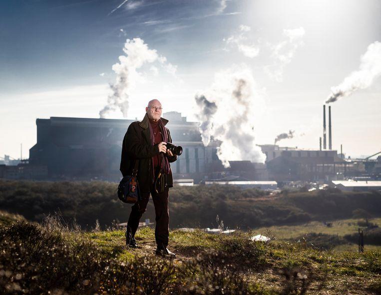 Dirk Jan Prins amateur fotograaf die milieu overtredingen van Tata Steel fotografeert. Beeld Jiri Büller