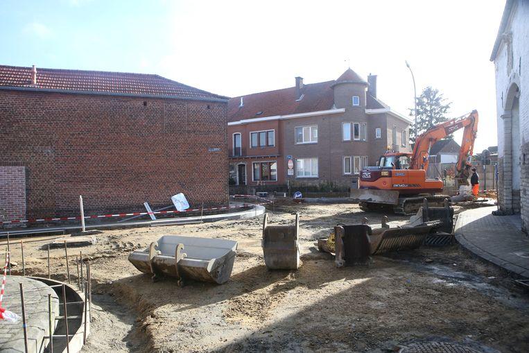 HOEGAARDEN-werken aan het kruispunt en de voetpaden