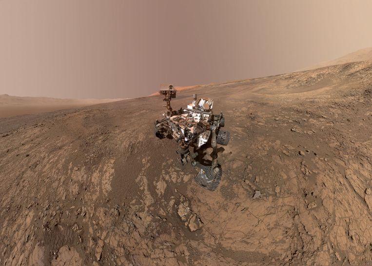 Een 'zelfportret' van NASA's Curiosity Mars Rover. De Rover is te zien op de Vera Rubin Ridge, op de planeet Mars, waar hij nu al enkele maanden onderzoek doet.  Beeld REUTERS