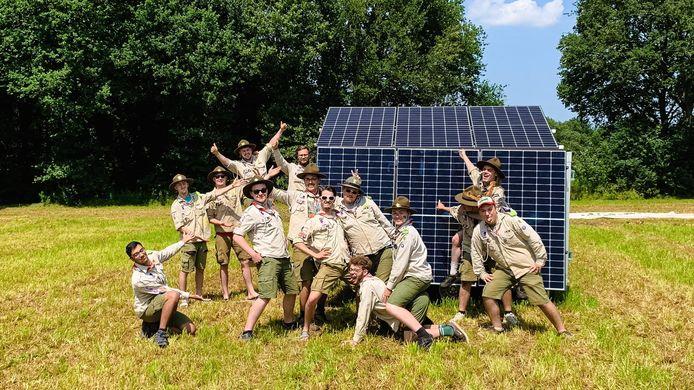 Scouts Sint-Aloysius uit Aalst op kamp met zonnepanelen.
