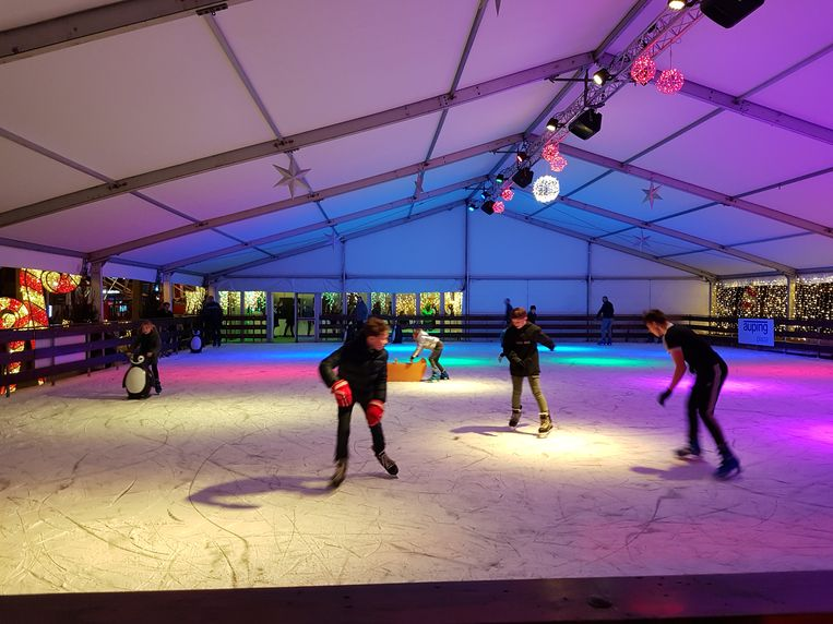 De schaatsbaan was al meteen in trek.