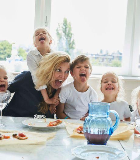 Vijf kleine kinderen aan tafel? Bij Manon thuis eten ze wél goed