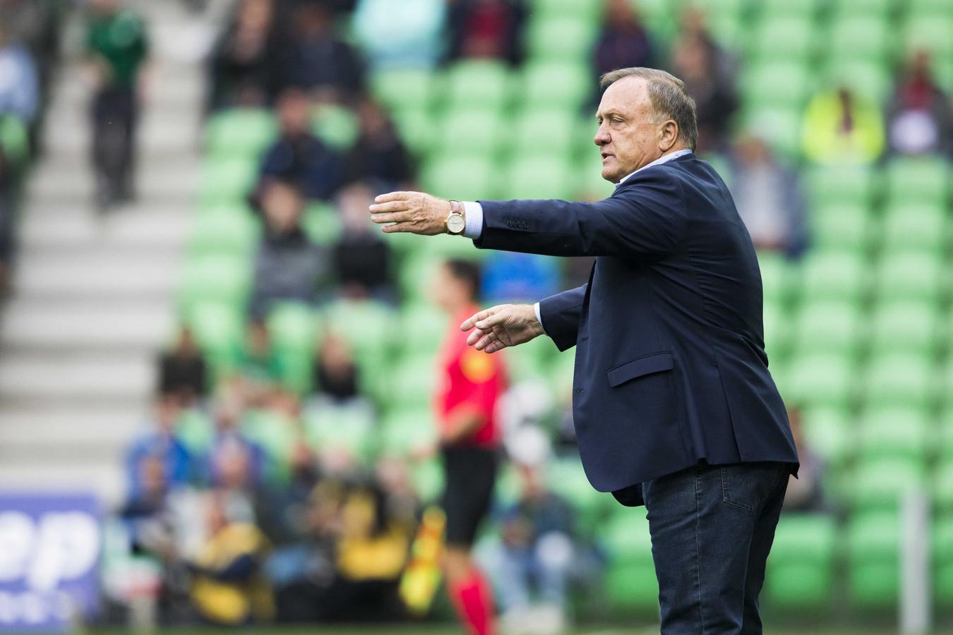 Dick Advocaat coacht tegen FC Groningen, waar hij met FC Utrecht een punt pakte (1-1).