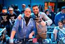 Meesters Gerry en Mario (op de foto tijdens een dj-set vóór de coronacrisis uitbrak) hebben al 15 jaar een discobar en weten dus goed hoe een dj set op te bouwen.
