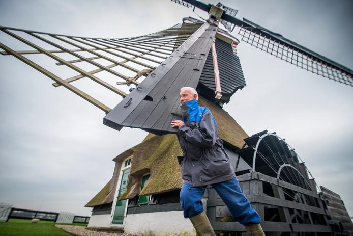 Molenaar Cees Noordlander van de Oude Weteringmolen in Streefkerk weet als geen ander dat er bij het onderhoud van een molen veel klusjes gedaan moeten worden.