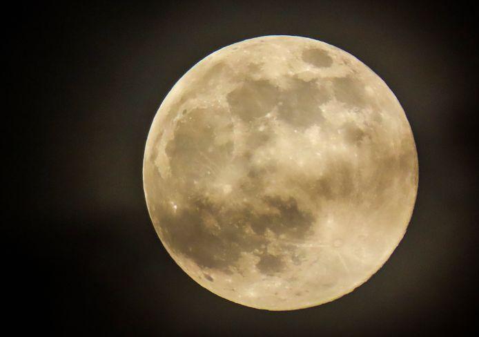 La Super Lune rose observée dans l'Illinois aux États-Unis hier soir.