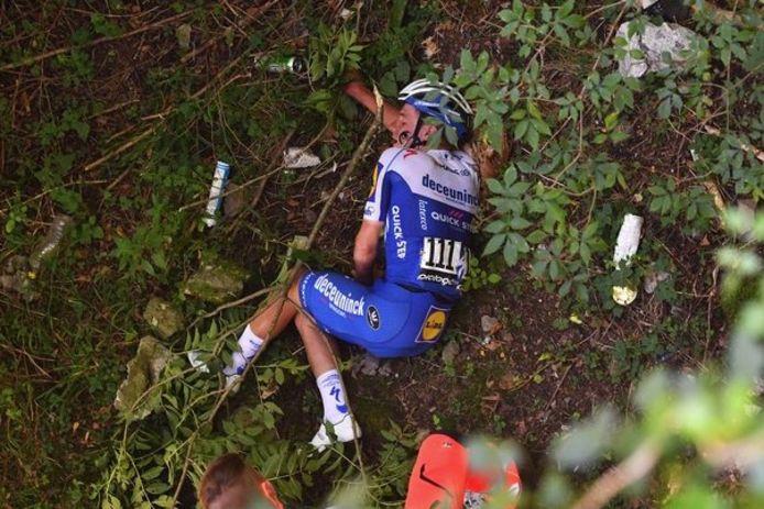 Remco Evenepoel na zijn val in de Ronde van Lombardije.