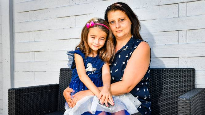 """Jana (37) heeft áltijd koorts: """"Zowat overal wordt je temperatuur gemeten. Leuke dingen doen met mijn dochter is nu uitgesloten"""""""