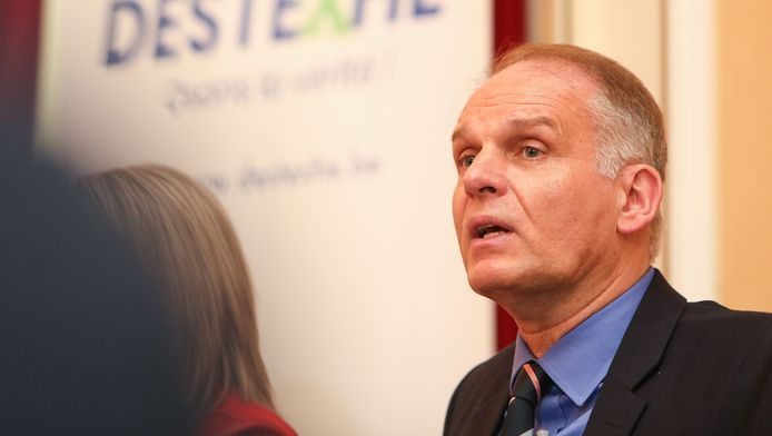 Alain Destexhe annonçant la formation de son parti en février dernier.