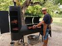 Don doet een paar avonden in de week aan 'live cooking'.