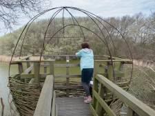Vogelkijkhut is meer een armzalig nestje door vernielzucht
