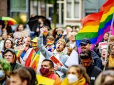 Protest tegen Hongaarse anti-lhbti-wet bij Homomonument