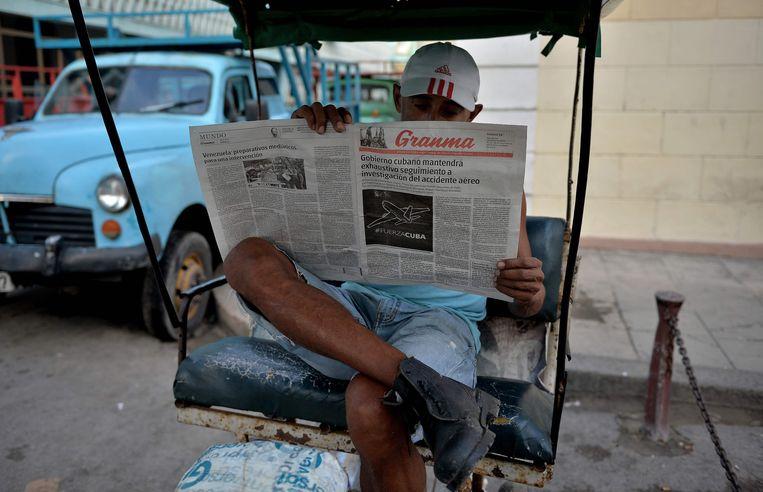 Een Granma-lezer. Beeld AFP