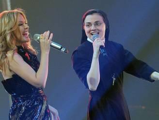 Zingende non doet het met Kylie Minogue in 'The Voice'