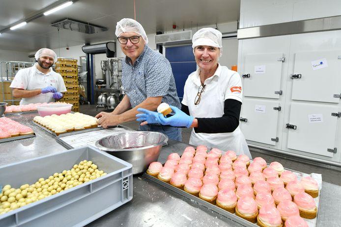 Wie maakt de jubileumtaart van Bakkerij Nollen? Vincent Nollen heeft een bakwedstrijd uitgeschreven.