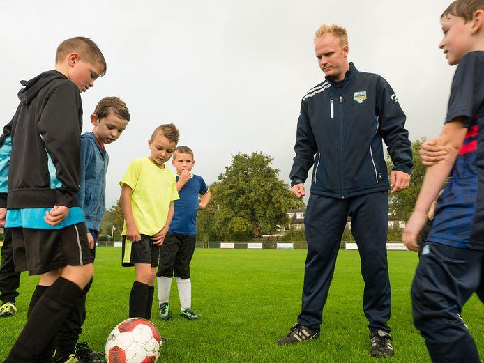 Clinic van voetbalschool De Complete Techniek in Zwammerdam. Daar werd woensdag al een gratis voetbaltoernooi gehouden.