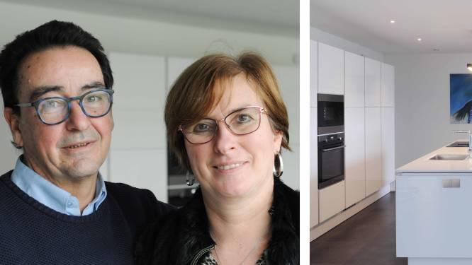 """Tom (56) en Greet (52) bouwden een duurzaam huis om er heel hun leven in te wonen: """"Alles is voorzien op het leven in een rolstoel"""""""
