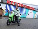 Een scooter van GO Sharing bij de Nettenfabriek in Apeldoorn.