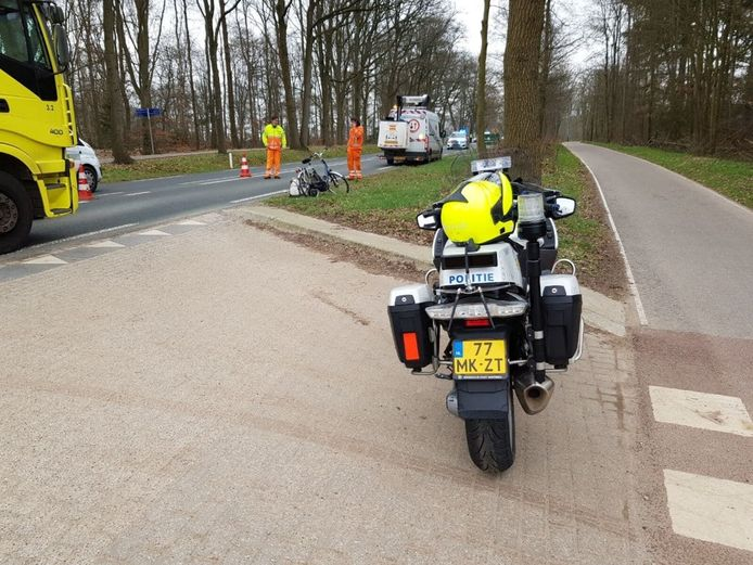 De fietser werd aangereden bij het oversteken van de provinciale weg tussen Beek en Zeddam.