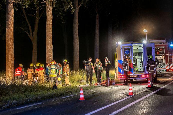 Het ongeluk werd even voor middernacht gemeld bij de hulpdiensten.