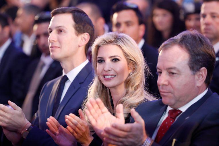 Ivanka Trump en echtgenoot Jared Kushner tijdens de ontvangstceremonie van de Amerikaanse delegatie in Tel Aviv. Beeld ANP