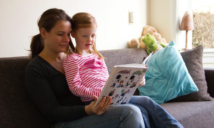 De gemeente Middelburg verwacht meer inspanningen van ouders om taalachterstanden bij kinderen te voorkomen. Ouders die actiever willen werken aan de taalontwikkeling van hun kind, kunnen daarbij ook hulp.